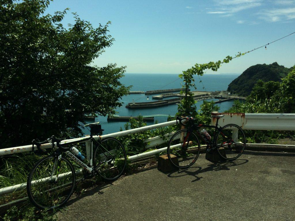雑賀崎漁港と自転車