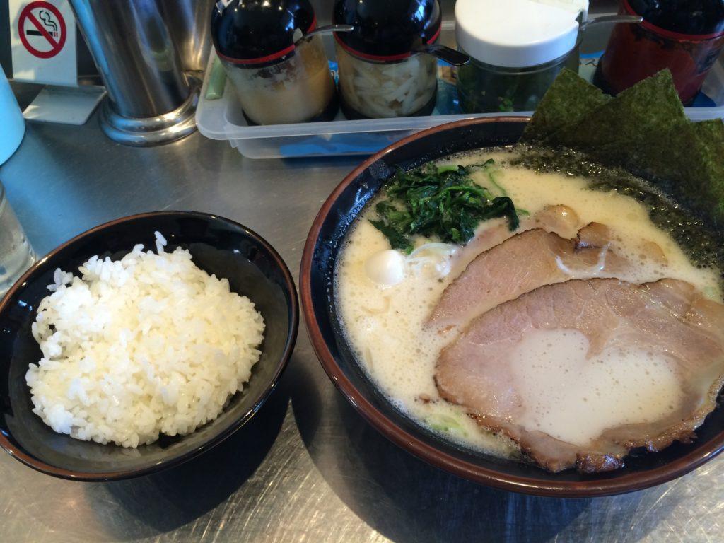 和歌山市の丸花の塩豚骨ラーメン