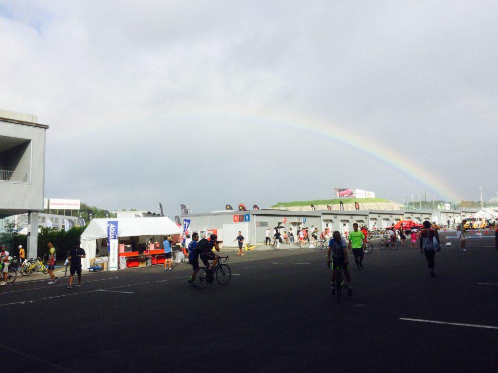 鈴鹿サーキットから眺める虹