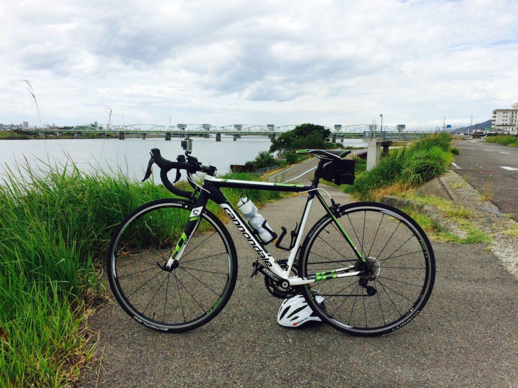 ロードバイクと紀ノ川サイクリングロード 六十谷入口